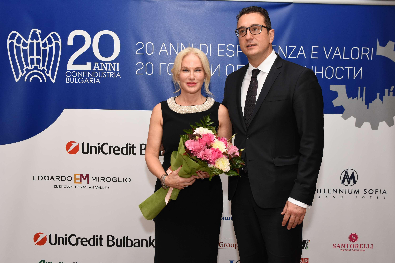 Il già Presidente di Confindustria Bulgaria, Maria Luisa Meroni, con il Vice-Ministro dell'Economia, Stamen Yamen durante le celebrazioni del ventesimo anniversario dell'Associazione. Sofia, ottobre 2020.
